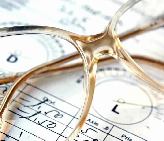 Wie greife ich auf meinen Brillen- oder Kontaktlinsenpass zu?